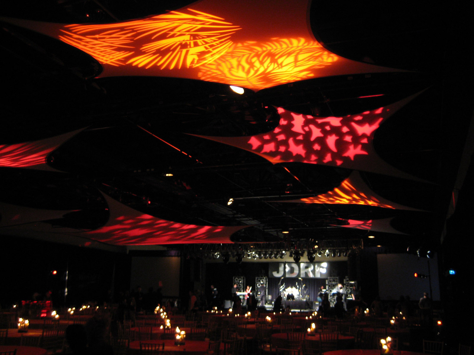 ceiling decor with stretch shapes